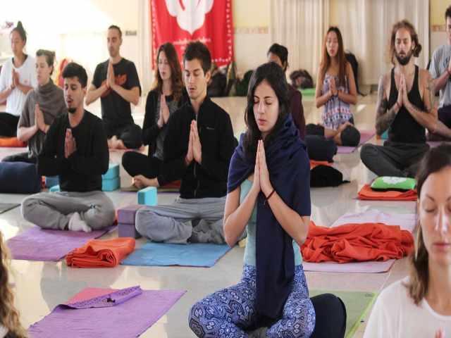 200 Hour Yoga Teacher Training Program in Rishikesh India 2019