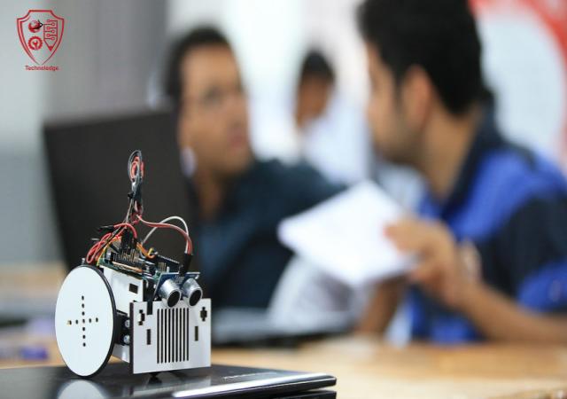 Robots Operation and Programming